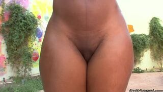Nyomi Banxxx Showing The Big Curves and the Big Ass