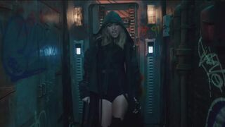 Taylor Swift's legs are amazing