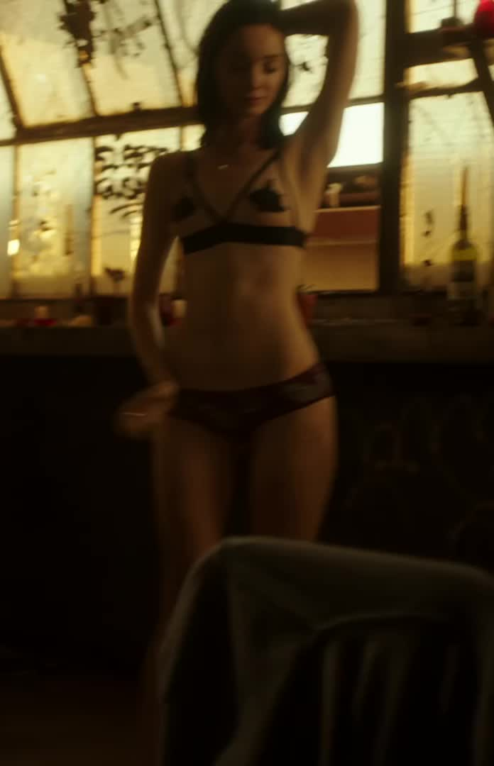 Emma dumont nude