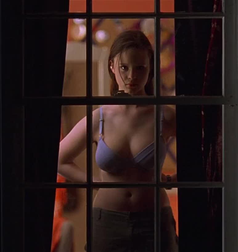Beauty nude american Mena Suvari